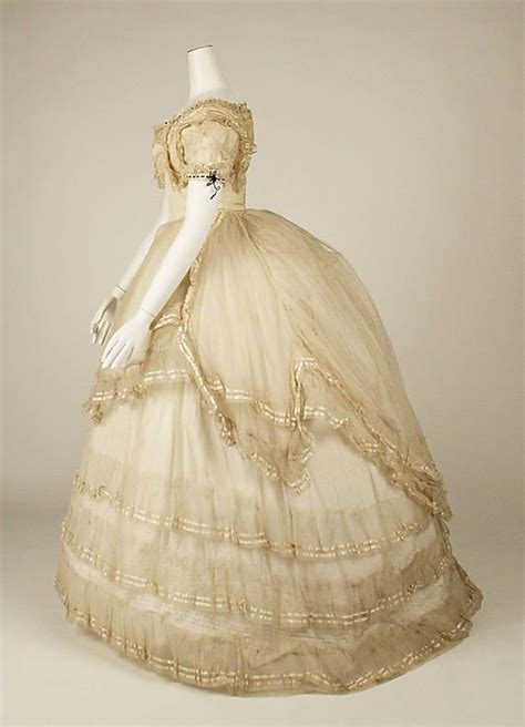Ball gown, side view, 1869, British, cotton and silk