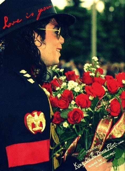 Flowers for me? Thank's Mike!! rsrsrs - Michael Jackson